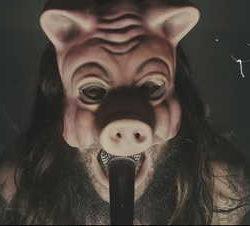 """Knives videoclip de """"Pigs"""""""